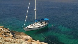 noef-boats-Altair_at_Kythnos_web